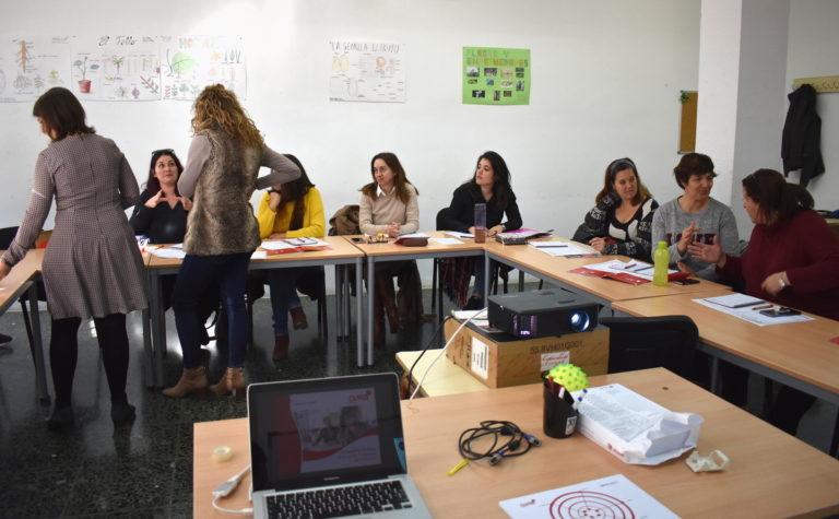 La concejala de Empleo visita el taller para empresarias y emprendedoras 'Gira Mujeres'